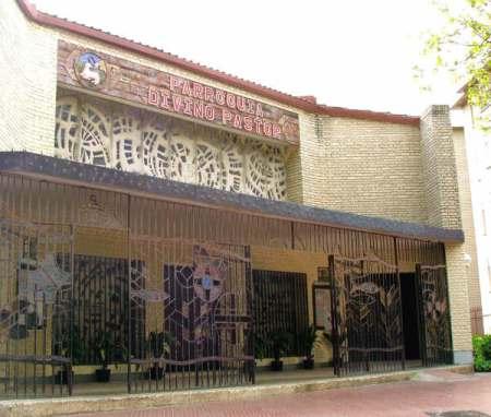 Fachada de la Parroquia Divino Pastor de Móstoles (Diócesis de Getafe, España)